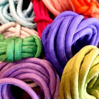 Seidenbänder gefüllt mit Baumwolle