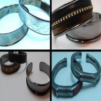 Buy Componentes de Zamak y Latón Brazaletes metálicos en cobre/latón Brazaletes en color negro   at wholesale prices