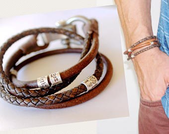 What are the latest trends in leather jewellery for men?