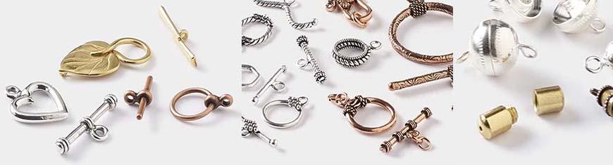 Vi presentiamo la nostra ampia collezione di chiusure magnetiche in acciaio inossidabile, l'aggiunta più trendy ai tuoi gioielli e accessorio. L'acciaio inossidabile è uno dei pochi metalli di alta qualità, disponibili sul mercato, per chiusure magnetiche e ciò li rende perfettamente adatti a gioielli importanti.   Scegli tra varie forme, dimensioni, colori, design e finiture di chiusure magnetiche per accessoriare tutti i tipi di materiali, tra cui nappa, lacci in pelle scamosciata, nastri di seta e filati in cotone. Che si tratti di un polsino piatto in pelle, un bracciale a più fili o una collana di strass, Sun Enterprises è qui per completare tutte le tue idee di design. Lavoriamo insieme a voi per rendere le vostre idee una realtà e la vostra immaginazione è la nostra ispirazione.   Come produttori ti offriamo infinite scelte di chiusure magnetiche a prezzi all'ingrosso. Non solo puoi scegliere nella nostra collezione, ma possiamo personalizzare le le chiusure a tuo piacimento, rendendo il tuo oggettop unico!    Queste chiusure magnetiche in acciaio inossidabile sono disponibili in diversi colori tra cui argento, argento antico, oro, oro antico, oro a polvere, argento a polvere, oro rosa, nero opaco, argento opaco e acciaio.