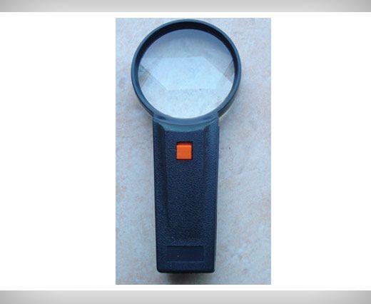 Illuminiated magnifier
